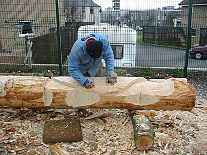 أعمدة الطوطم .. من أشجار الى تماثيل Carver2.jpg