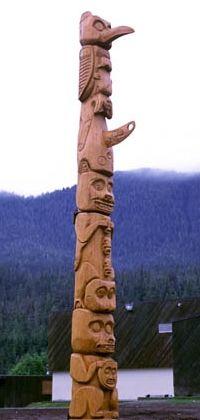 أعمدة الطوطم .. من أشجار الى تماثيل TPole9a.jpg