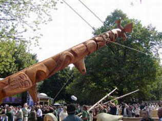 أعمدة الطوطم .. من أشجار الى تماثيل TPoleRa.jpg