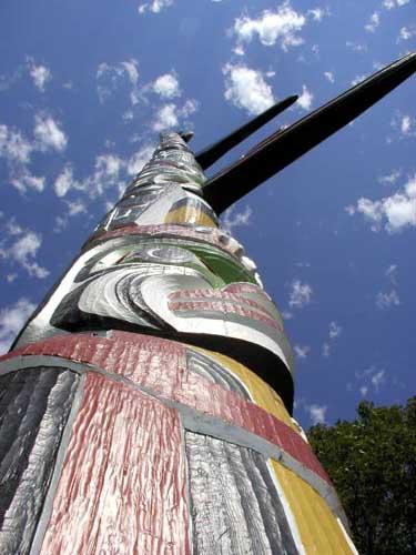 أعمدة الطوطم .. من أشجار الى تماثيل TTPoleVN.jpg